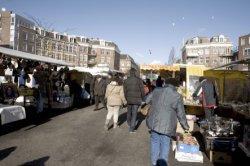 Markt in de Dapperstraat ter hoogte van het Dapperplein