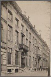 Keizersgracht 670-676 (ged.) (v.r.n.l.). Nummer 674 Maison Coutenier