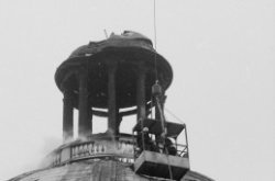 Singel 11, Ronde Lutherse Kerk, detail van de koepel na de brand op 3 februari 1…