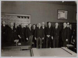 Groepsfoto wegens de opening van de herbouwde Universiteitsbibliotheek, Singel 4…
