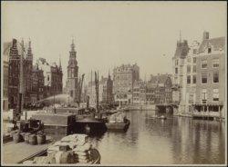 De Amstel gezien naar de Munttoren en het Muntplein