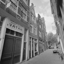 Sint Jacobsstraat 17 (ged.) - 23 met aansluitend rechts de zijgevel van Nieuwezi…
