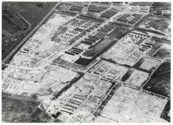 Luchtfoto van de tuinstad Slotermeer in aanbouw gezien in oostelijke richting