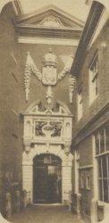 Kalverstraat 92, de poort van het Burger Weeshuis, later Amsterdams Historisch M…