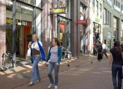Winkelend publiek in de Kalverstraat