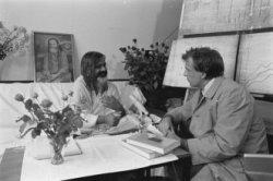 Robert Jasper Grootveld op de persconferentie van Maharashi Mahesh Yogi in het A…