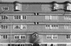 Zaanstraat 236 - 239 (v.r.n.l.), bovendeel gevel, onderdeel van huizenblok Het S…