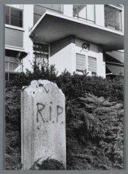 De gekraakte voormalige verbandstoffenfabriek van Utermöhlen, Molukkenstraat 198…