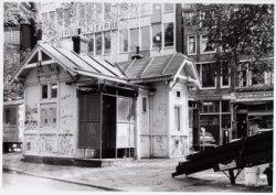 Voorburgwal, Nieuwezijds 291 (ged)-189-187 enz. (v.r.n.l.)
