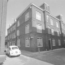 Eerste Passeerdersdwarsstraat 21 - 23 (ged.). Links van het hoekhuis Passeerders…