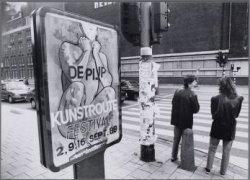 Stadhouderskade. Affiche bij het begin van de Kunstroute De Pijp. Op de achtergr…