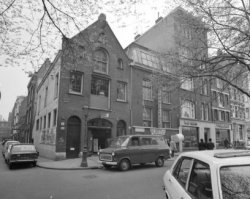 Elandsgracht 105 - 113. Links, na het hoekhuis, Derde Looiersdwarsstraat 2 - 12 …
