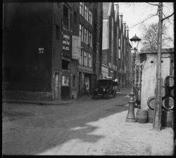 Brouwersgracht 209-225 en links de Driehoekstraat