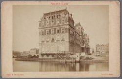 Gezicht op de voor- en zijgevel van het Amstel Hotel, Prof. Tulpplein 1, gezien …