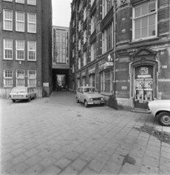 Nieuwezijds Voorburgwal 19, Wyers complex gekraakt in 1981 en ontruimd in 1984