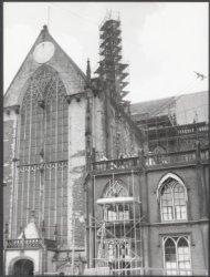Nieuwezijds Voorburgwal 143, Nieuwe Kerk, zijgevel aan de Dam tijdens restaurati…