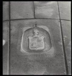 Grafsteen van Joan Christoph Rente Linsen in de Ronde Lutherse Kerk, Singel 11