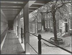 Binnenplaats van het Amsterdams Historisch Museum aan de Kalverstraat 92