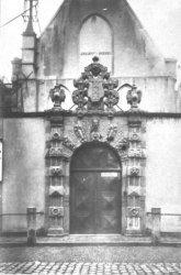 Oudezijds Voorburgwal 231, Agnietenkapel, poortje