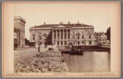 De oude Stadsschouwburg op het Leidseplein, gezien vanaf de Lijnbaansgracht (nu …