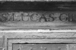 Nieuwmarkt 4, de Waag, detail van tekst St. Lucas Gilde boven het poortje van he…