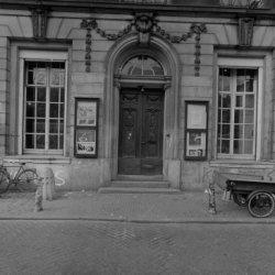 Keizersgracht 324, Felix Meritis, onderpui met toegangsdeur