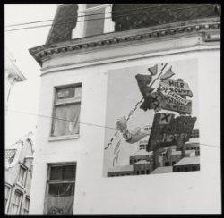 Een schildering op een wand van het gekraakte Wijers complex aan de Nieuwezijds …
