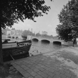 Nieuwe Amstelbrug (brug 101) over de Amstel. Op de achtergrond Ceintuurbaan (lin…