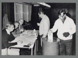 Deelraadverkiezingen stadsdelen Noord en Osdorp. Stemlokaal in het Zonnehuis, Zo…