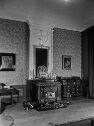 Amstel 51, Diaconie Oude Vrouwen- en Mannenhuis, haardkachel uit circa 1850 (De …
