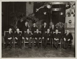 """Rokin (Westzijde) 102. Commissarissen van het Leesmuseum en van het """"Anton Reinh…"""
