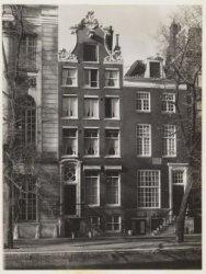 Keizersgracht 320-324 (ged.) (v.r.n.l.). Nummer 324 een deel van gebouw Felix Me…