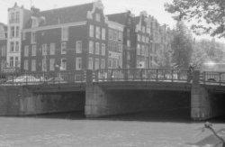 Westermarkt 27 (ged.) - 37 en rechts Prinsengracht 283 - 291. Op de voorgrond Br…
