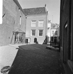 Kalverstraat 92, het Amsterdams Historisch Museum met enkele harnassen in een ui…
