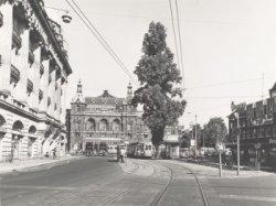Gedeelte van warenhuis Hirsch & Cie., Kleine-Gartmanplantsoen2-2A (links), gezie…