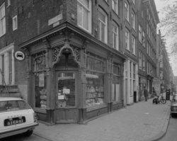 Elandsgracht 51 - ca. 89 en links Eerste Looiersdwarsstraat