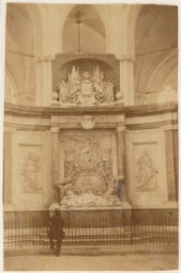 Praalgraf Michiel Adriaenszoon de Ruijter in de Nieuwe Kerk. Half-stereofoto