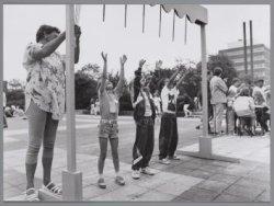 Spelletjes op de schoolpleinen van de Tweede Montessorischool en de Merkelbachsc…
