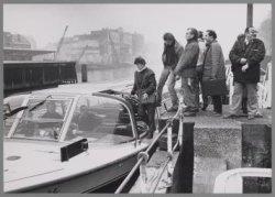 Opbouwwerkers van de Oostelijke Eilanden gaan per rondvaartboot vanaf de Wittenb…