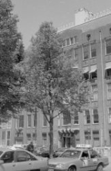 Westermarkt 2 (ged.) - 4 (ged.) v.r.n.l. Op Westermarkt 2 hoek Keizersgracht 198…