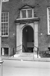 Amstel 51, Amstelhof, zuidelijke ingangspartij
