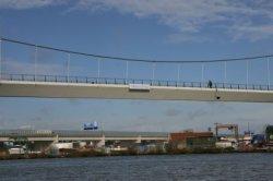 De Nesciobrug (fiets- en voetbrug 2013) over het Amsterdam-Rijnkanaal, tussen de…