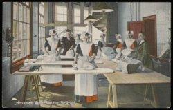 De strijkzaal van het Burgerweeshuis, Kalverstraat 92. Uitgave N.J. Boon, Amster…