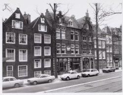 Voorburgwal, Nieuwezijds 361-365 enz.. (v.l.n.r.)