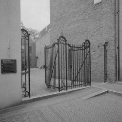 Kalverstraat 92, een ingang naar het Amsterdams Historisch Museum gezien vanuit …