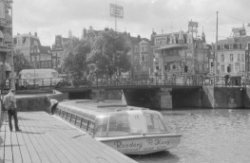 Amstel 2 - 20 v.r.n.l., rechts Muntplein 1 en Reguliersbreestraat 2