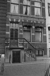Herengracht 621, voorgevel met stoep