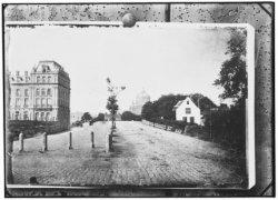 De Sarphatistraat gezien in westelijke richting naar het Amstel Hotel, de Hogesl…