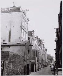 Haarlemmer Houttuinen 36-54 gezien naar de Korte Prinsengracht