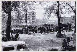 Demonstraties en relletjes tijdens inhuldiging koningin Beatrix, Waterlooplein